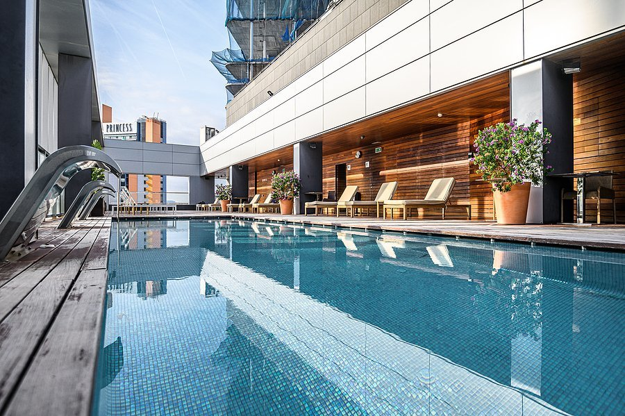 Chicago Condo Buildings with Rooftop Pool